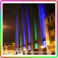 نورپردازی نمای ساختمان با نور سبز و بنفش